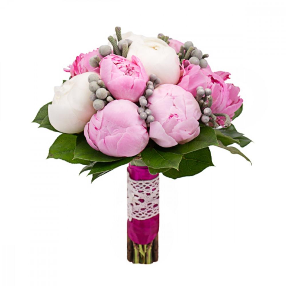 букет невесты из розовых и белых пионов